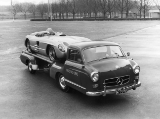 Mercedes_Benz_Blue_Wonder_Transporter_1954_08